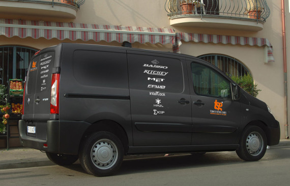 auto belettering FIAT Scudo 2012 voor team sporting goods door marathon advertising agency